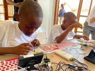アフリカのこども向けプログラミング教室1